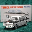 LV-153a - nissan skyline 1500 deluxe 1968 (white/black) (Tomica Limited Vintage Diecast 1/64)